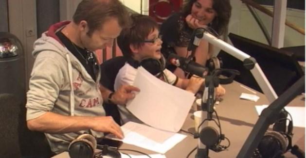 Droom komt uit voor 11-jarige Sam: live op de radio met held