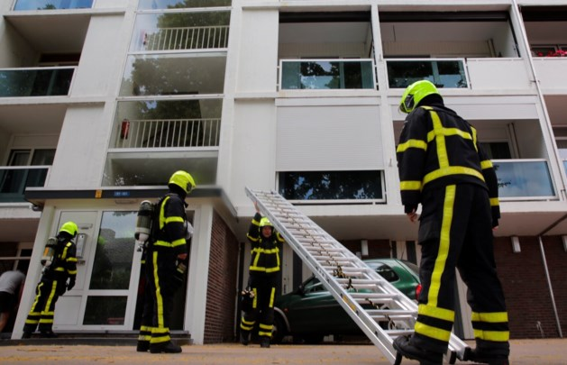 Brandweer vindt hennepkwekerij in flat na brandmelding