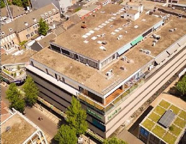 Restaurant La Place met dakterras in Heerlen