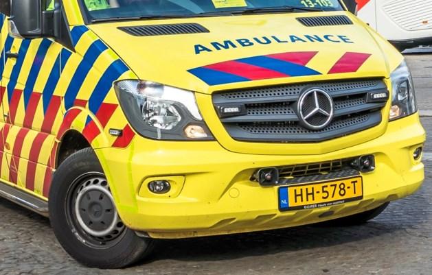 Auto botst tegen motoren op A2: vijf gewonden