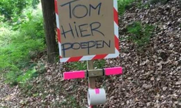 Nederlandse fans steken draak met poepende Dumoulin