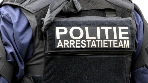 Arrestatieteam bevrijdt gegijzelde vrouw uit woning