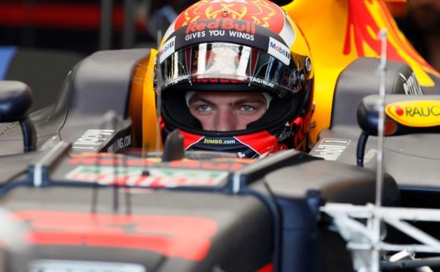 Max Verstappen blijft snelste in Bakoe, maar crasht ook