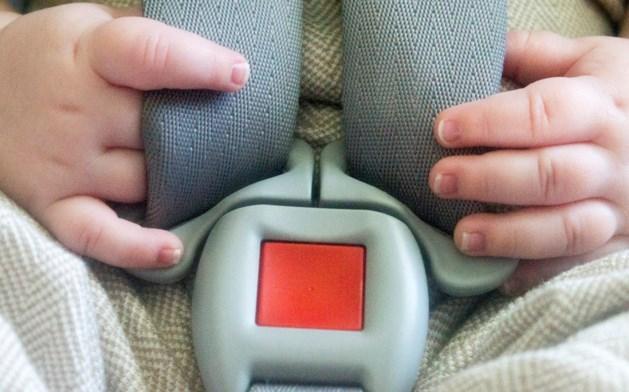 Moeder liet kinderen voor straf in snikhete auto