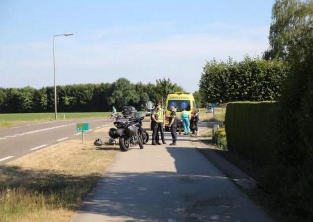 Motorrijder gaat hard onderuit en raakt gewond