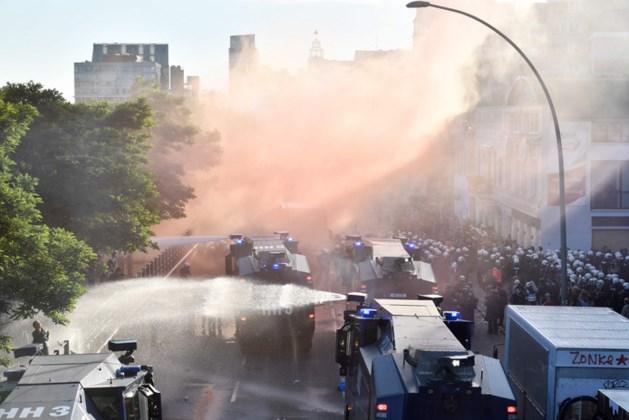 Charges politie bij protestmars Hamburg