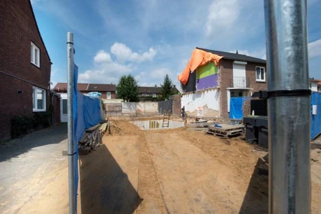 Miljonair sloopt twee-onder-een-kap woning en bouwt op zelfde plek nieuw huis