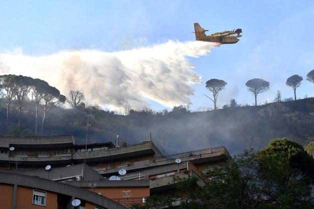 Toeristen geëvacueerd vanwege bosbranden op Sicilië