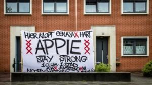 Steunbetuigingen voor Nouri; Ajax-fans zetten spandoek in tuin