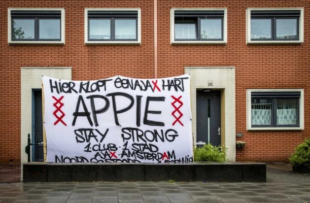 Veel steunbetuigingen voor Nouri; Ajax-supporters zetten spandoek in tuin