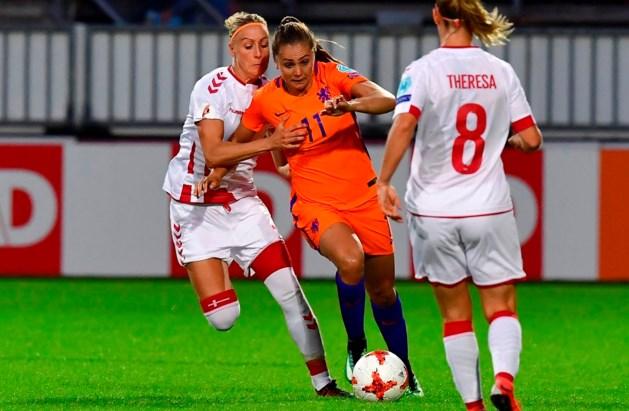 Voetbalvrouwen in Breda tegen Denemarken