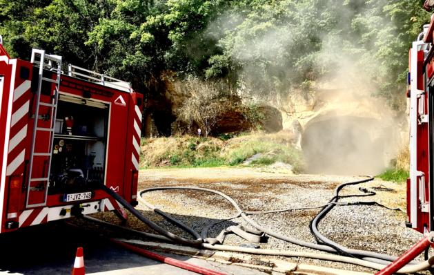 Brand in mergelgrotten blijkt aangestoken, blussen lastige klus