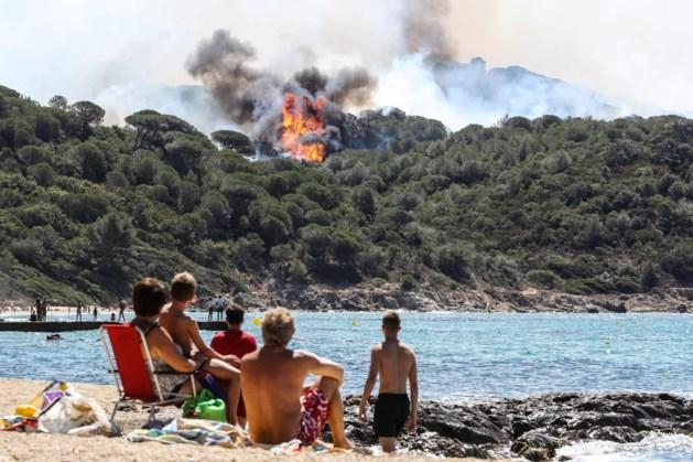 Duizenden toeristen op de vlucht voor bosbranden Zuid-Frankrijk