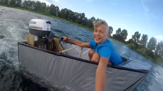 YouTuber Ties maakt motorboot van tape
