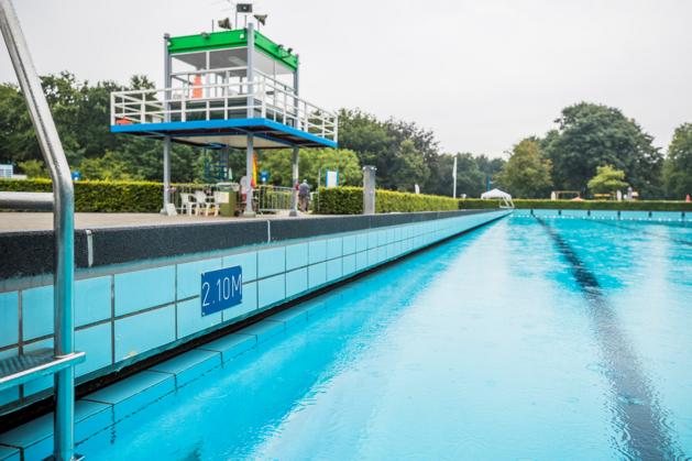 Provincie helpt noodlijdende zwembaden