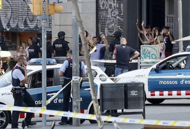 Politie: acht mensen betrokken bij aanslagen