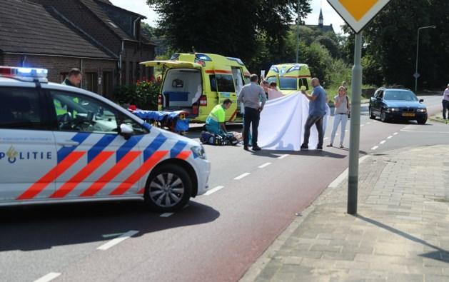 Fietsster ernstig gewond na botsing met motor in Heythuysen