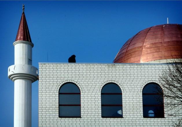 'Meer voorlichting op scholen en moskeeën tegen radicalisering'