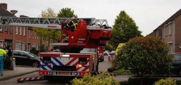 Vrouw in nood met ladderwagen uit woning gehaald