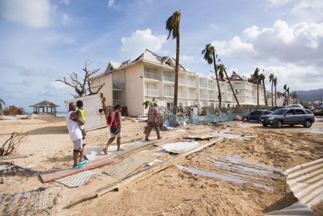Getuige: 'Plunderingen met pistolen en kapmessen op Sint Maarten'