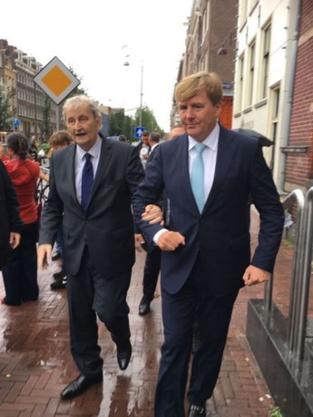 Foto van Willem-Alexander en Van der Laan ontroert duizenden