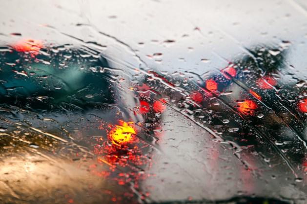 Drukke avondspits verwacht vanwege flinke regenbuien
