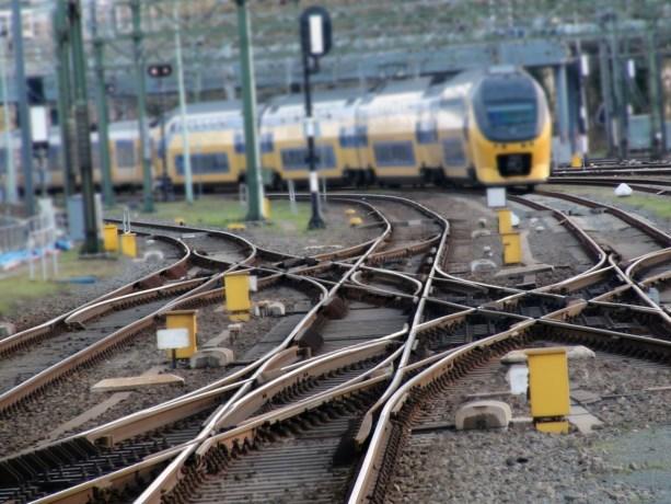 Geen treinen tussen Blerick en Eindhoven door invalidenbrug op spoor
