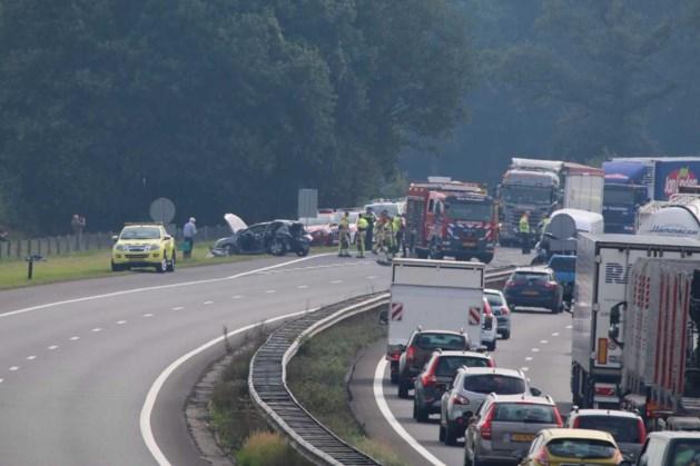 Ravage op A73 na ongeval met bestelbus en auto's