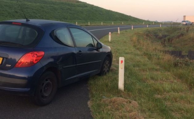 Bestuurder laat auto levensgevaarlijk achter op A79