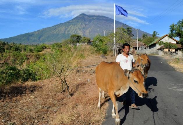 Vulkaan op Bali staat op uitbarsten; Mieke uit Venlo: 'Blij als we thuis zijn'