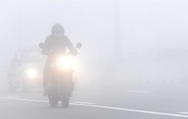 Plaatselijk dichte, verraderlijke mist in Limburg
