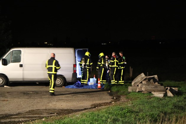 Bestelbus vol drugsafval gedumpt in Roosteren
