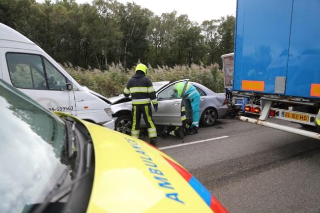Twee gewonden bij frontale botsing in Ospel