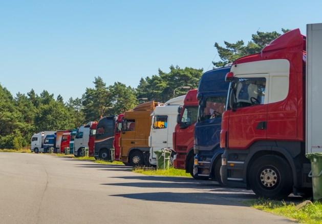 Venlo sluit zwaar vervuild truckersterrein: 'chauffeurs doen behoefte in openbare ruimte'