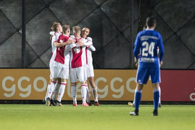 Jong Ajax herstelt voorsprong op achtervolger Fortuna