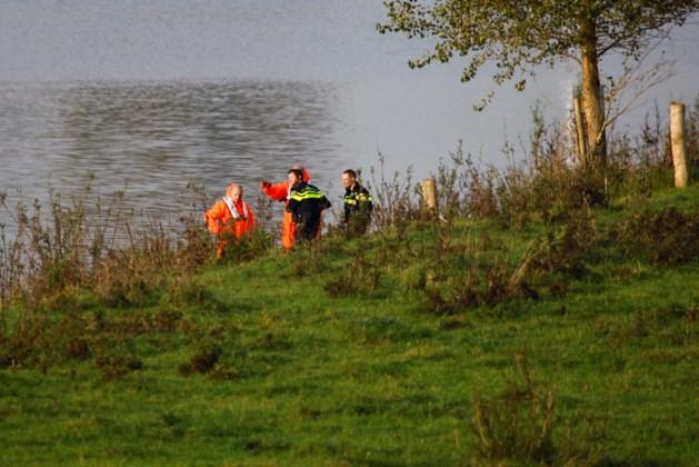 Schipper ziet lichaam drijven in Maas in Gelderland