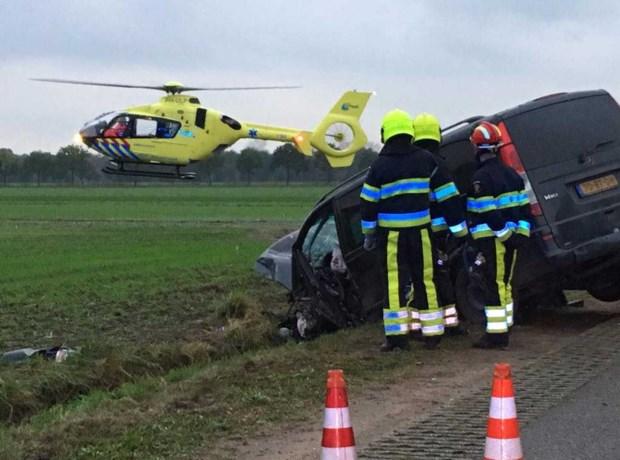 Gewonden bij frontale botsing, traumahelikopter ter plaatse
