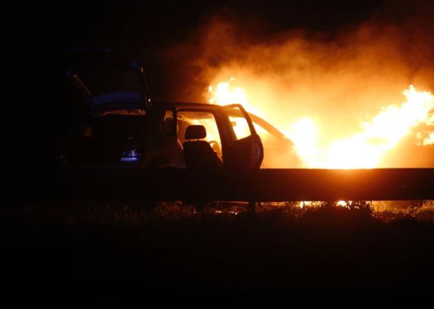 VIDEO Auto gaat op A2 volledig in vlammen op