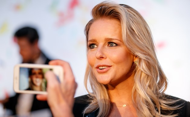 'Chantal Janzen heeft te veel ja-knikkers om zich heen'