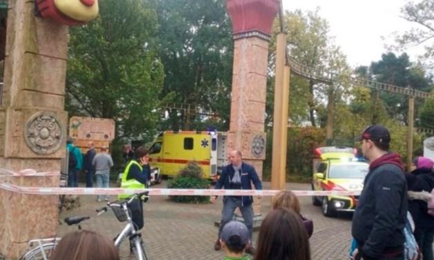 Man die uit achtbaan Bobbejaanland viel bezweken aan verwondingen