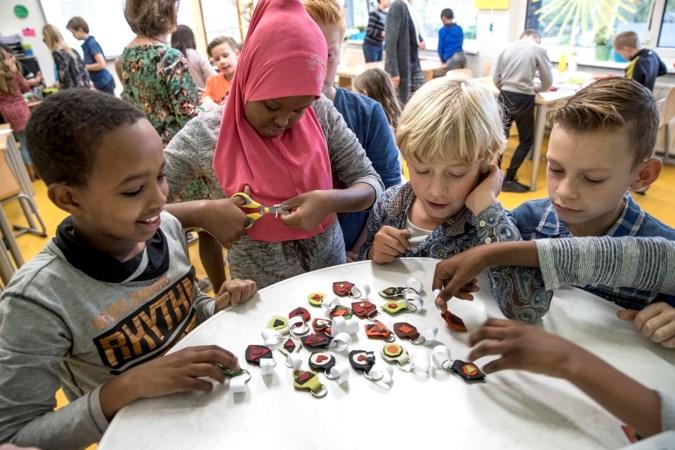 Schoolkinderen verdienen zelf geld voor speelplaats