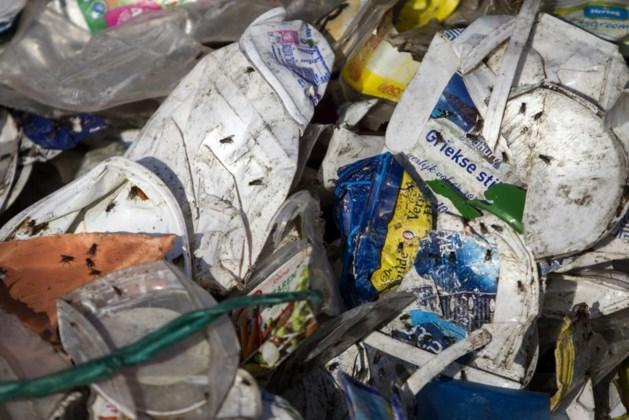 Opnieuw rumoer rond plastic afval en vliegenoverlast
