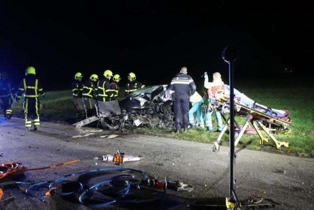 Automobilist ernstig gewond na botsing met boom