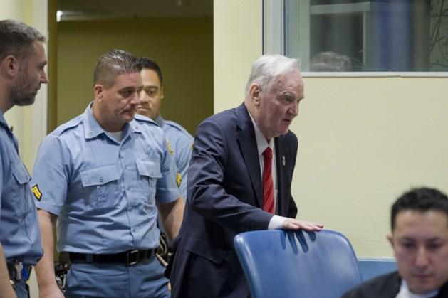 Mladic begint te schreeuwen tijdens vonnis en wordt zaal uitgezet