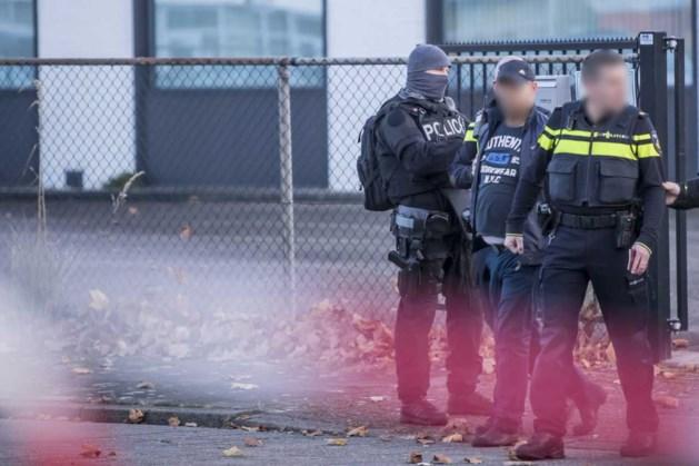 Politie reed met zware heftruck poort drugspand eruit bij politieactie