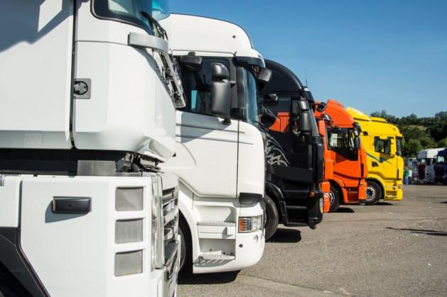 Aanpak van overvolle parkeerplaatsen met vrachtwagens