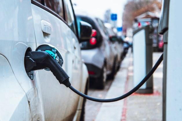 Extra laadpunten en waterstofstations