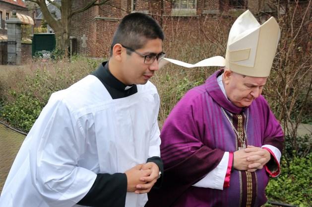 Bisschop Wiertz schenkt afscheidscadeau aan goede doelen