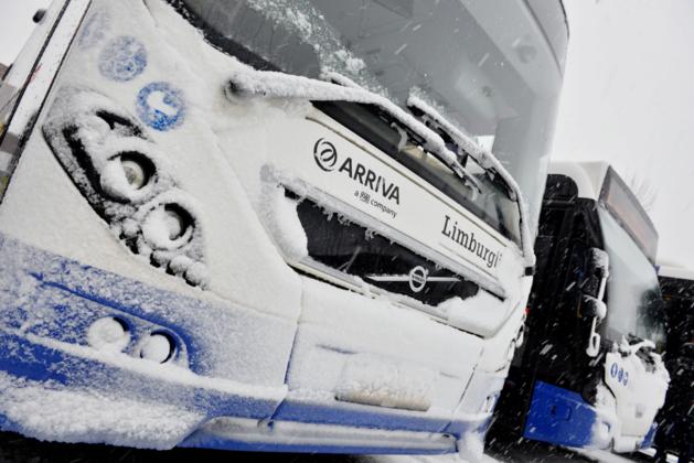 Buschauffeur laat reizigers na flater kilometer teruglopen in sneeuwbui