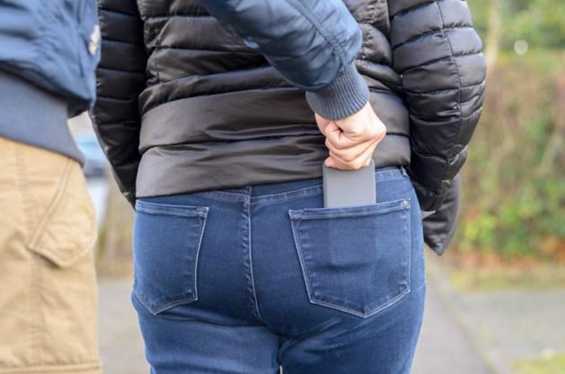 Politie zoekt op vlucht geslagen iPhone-dief